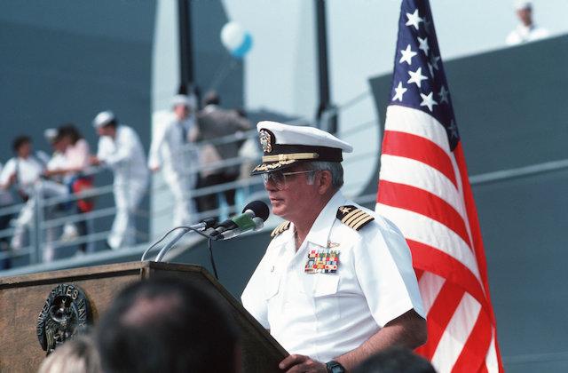 Hạm trưởng William C. Rogers III. Ảnh: AP