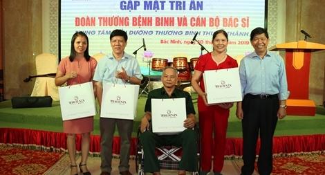 Tiếp thêm nghị lực sống và niềm vui của các thương bệnh binh Thuận Thành