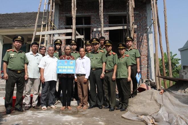 Thanh niên Cảnh vệ CAND xây dựng nhà tình nghĩa cho đồng đội