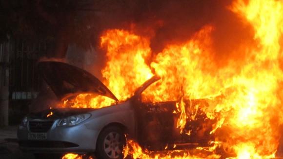 Một chiếc xe ô tô bị cháy. Ảnh minh họa