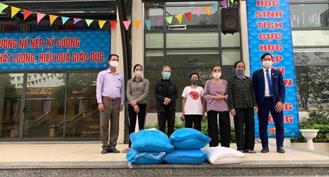 Tập đoàn Phượng Hoàng hỗ trợ người nghèo trong mùa dịch COVID-19