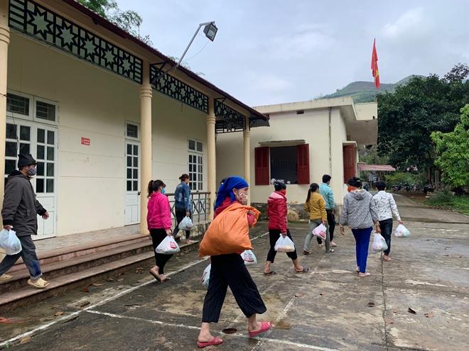 Tập đoàn Phượng Hoàng hỗ trợ người nghèo Mộc Châu - Ảnh minh hoạ 3