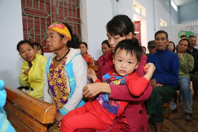 Báo CAND cùng TMV Ngọc Dung và Cty Duy Lợi đến với bà con vùng lũ Hà Tĩnh - Ảnh minh hoạ 4