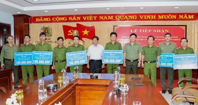 Báo CAND và Tập đoàn Quốc tế Phượng Hoàng ủng hộ Công an tỉnh Thừa Thiên Huế