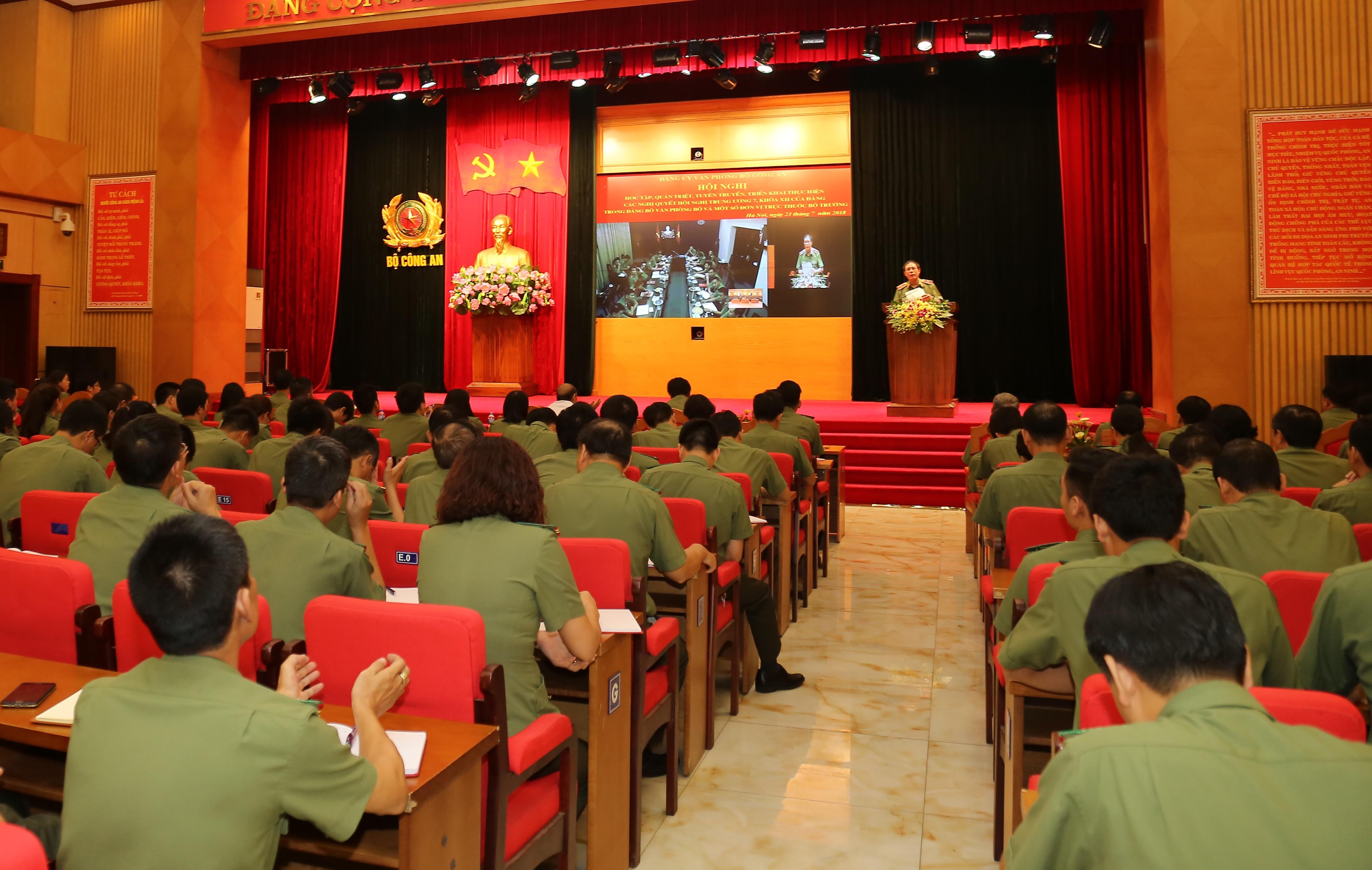 Đẩy mạnh học tập, quán triệt và triển khai thực hiện Nghị quyết Trung ương 7