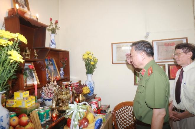 Bộ trưởng Tô Lâm thăm, tặng quà các thương binh, gia đình liệt sĩ - Ảnh minh hoạ 2