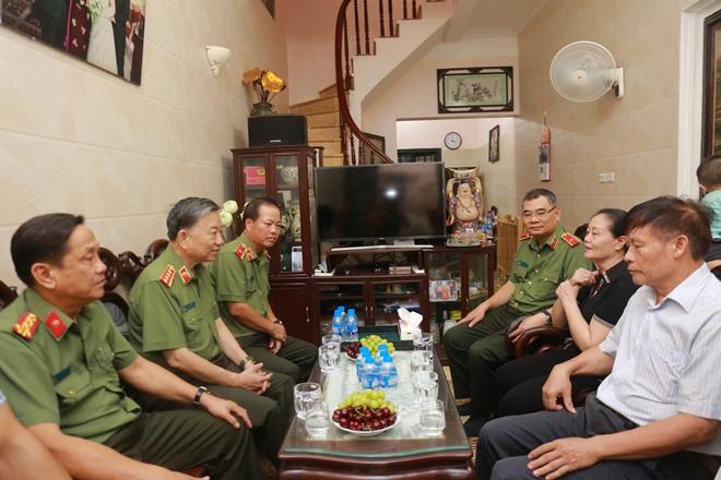 Bộ trưởng Tô Lâm thăm, tặng quà các thương binh, gia đình liệt sĩ - Ảnh minh hoạ 3