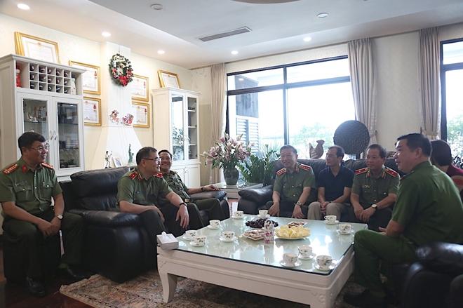 Bộ trưởng Tô Lâm thăm, tặng quà các thương binh, gia đình liệt sĩ - Ảnh minh hoạ 7