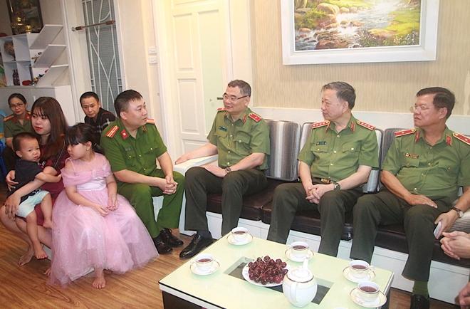 Bộ trưởng Tô Lâm thăm, tặng quà các thương binh, gia đình liệt sĩ - Ảnh minh hoạ 6