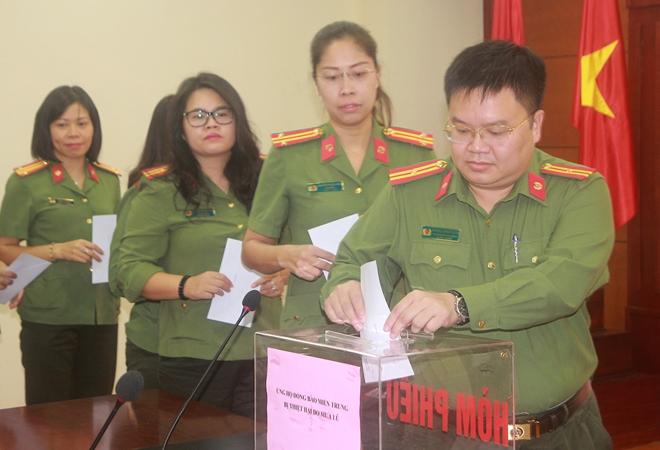 Cục Hậu cần quyên góp hơn 137 triệu ủng hộ đồng bào miền Trung