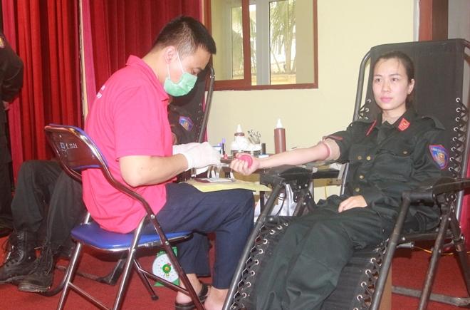 Cảnh sát cơ động hiến máu cứu người - Ảnh minh hoạ 3