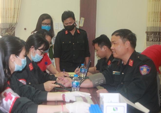 Cảnh sát cơ động hiến máu cứu người - Ảnh minh hoạ 2