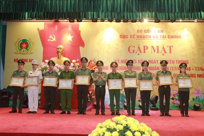 Cục Kế hoạch và tài chính đón nhận Huân chương Bảo vệ Tổ quốc hạng Nhất - Ảnh minh hoạ 2