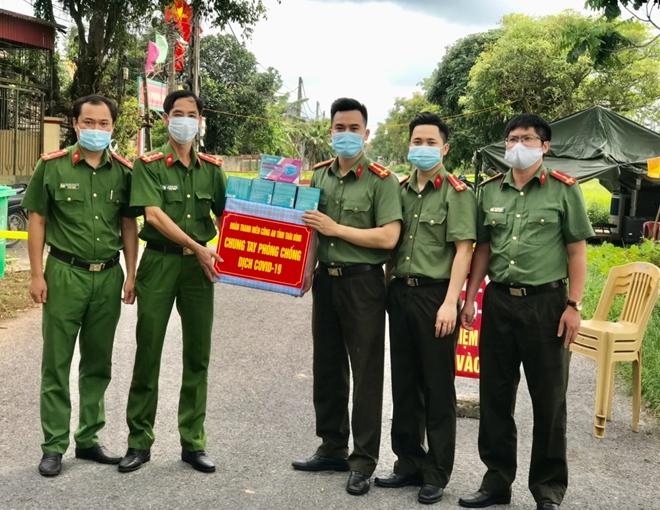 Tuổi trẻ Công an Thái Bình chung tay phòng chống dịch COVID-19 - Ảnh minh hoạ 3