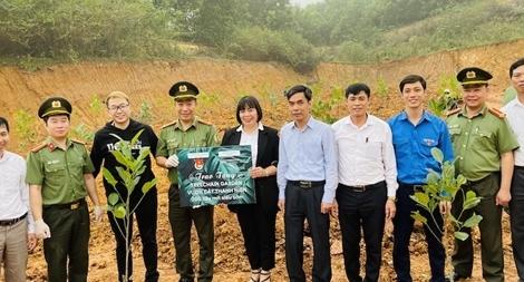 Trồng 200 cây mít tặng xã ngoại ô