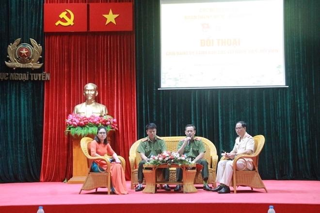 Đảng uỷ, lãnh đạo Cục Ngoại tuyến đối thoại với đoàn viên, hội viên