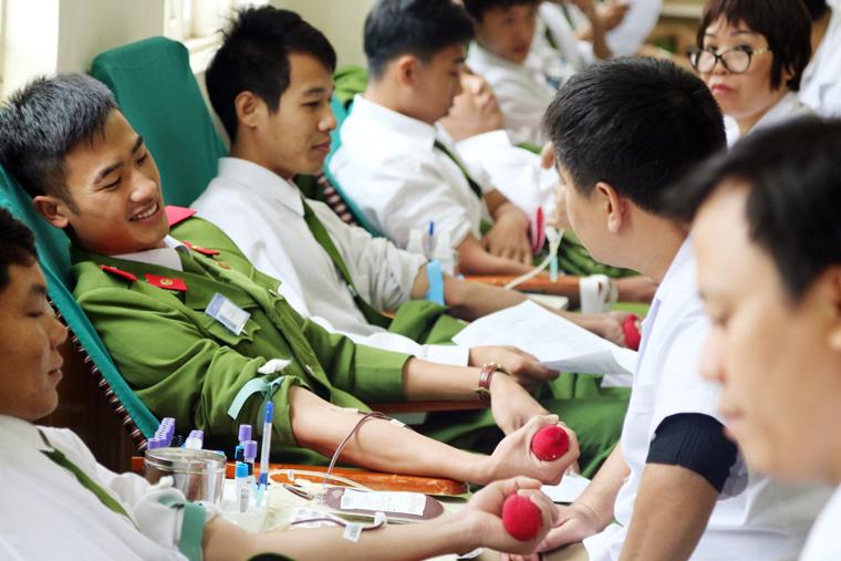 Sôi nổi ngày hội hiến máu tại Trường Trung cấp Cảnh sát vũ trang