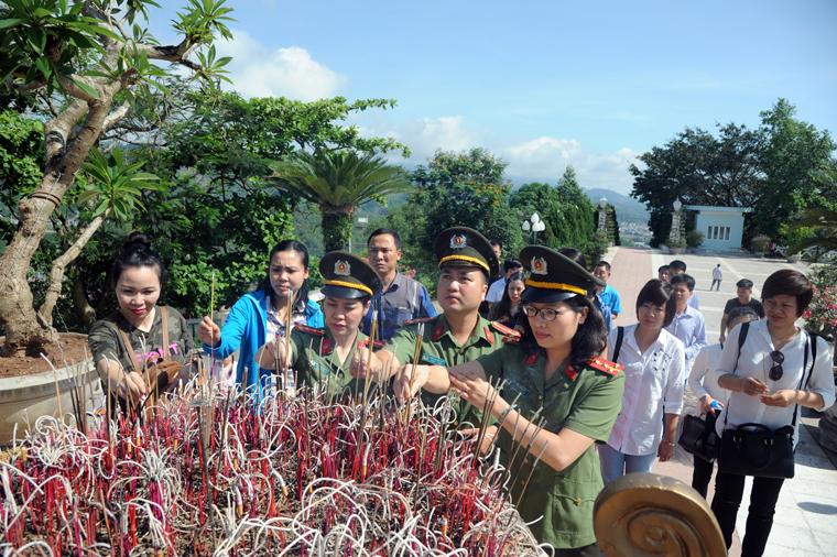 Chia sẻ với gia đình CBCS có hoàn cảnh khó khăn ở Hòa Bình và Sơn La