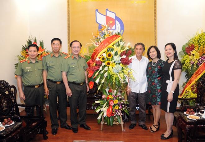 Lãnh đạo Bộ Công an  chúc mừng các cơ quan thông tấn, báo chí - Ảnh minh hoạ 2