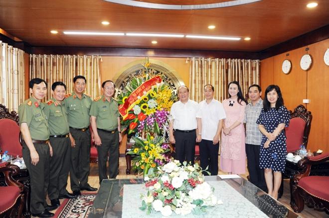 Lãnh đạo Bộ Công an  chúc mừng các cơ quan thông tấn, báo chí - Ảnh minh hoạ 5