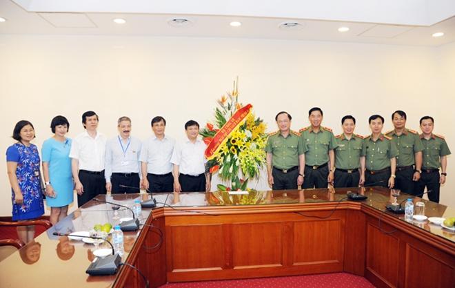 Lãnh đạo Bộ Công an  chúc mừng các cơ quan thông tấn, báo chí - Ảnh minh hoạ 7