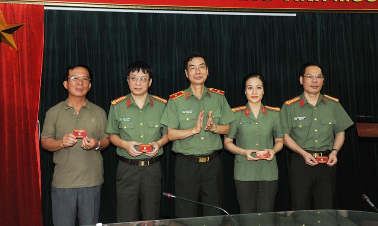 Báo CAND tổ chức trao thẻ Hội viên Hội Nhà báo Việt Nam