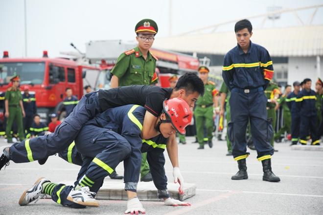 Thán phục xem màn trình diễn của Cảnh sát PCCC Thủ đô - Ảnh minh hoạ 7