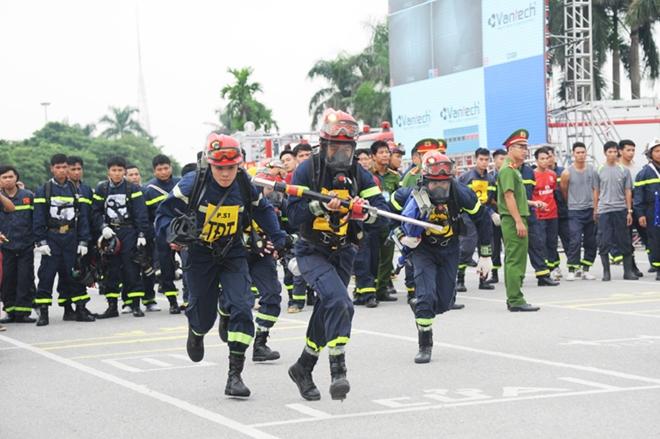 Thán phục xem màn trình diễn của Cảnh sát PCCC Thủ đô - Ảnh minh hoạ 9