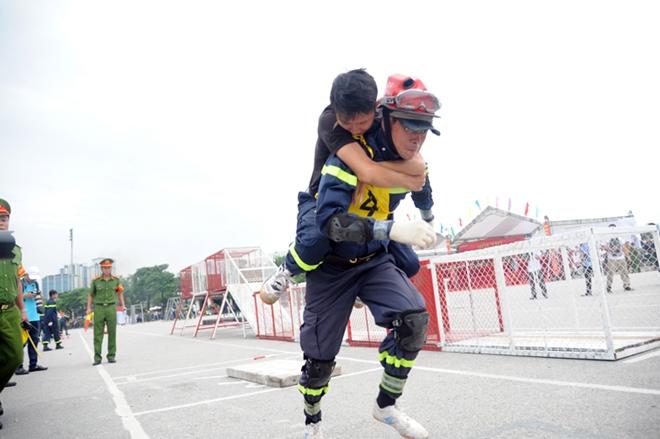 Thán phục xem màn trình diễn của Cảnh sát PCCC Thủ đô - Ảnh minh hoạ 8