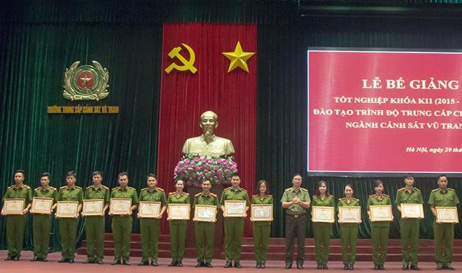 Bế mạc lớp trung cấp chính quy Cảnh sát vũ trang - Ảnh minh hoạ 6