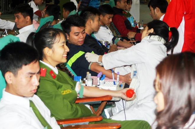 Sôi nổi Ngày hội hiến máu tuổi trẻ Trường Đại học PCCC - Ảnh minh hoạ 6