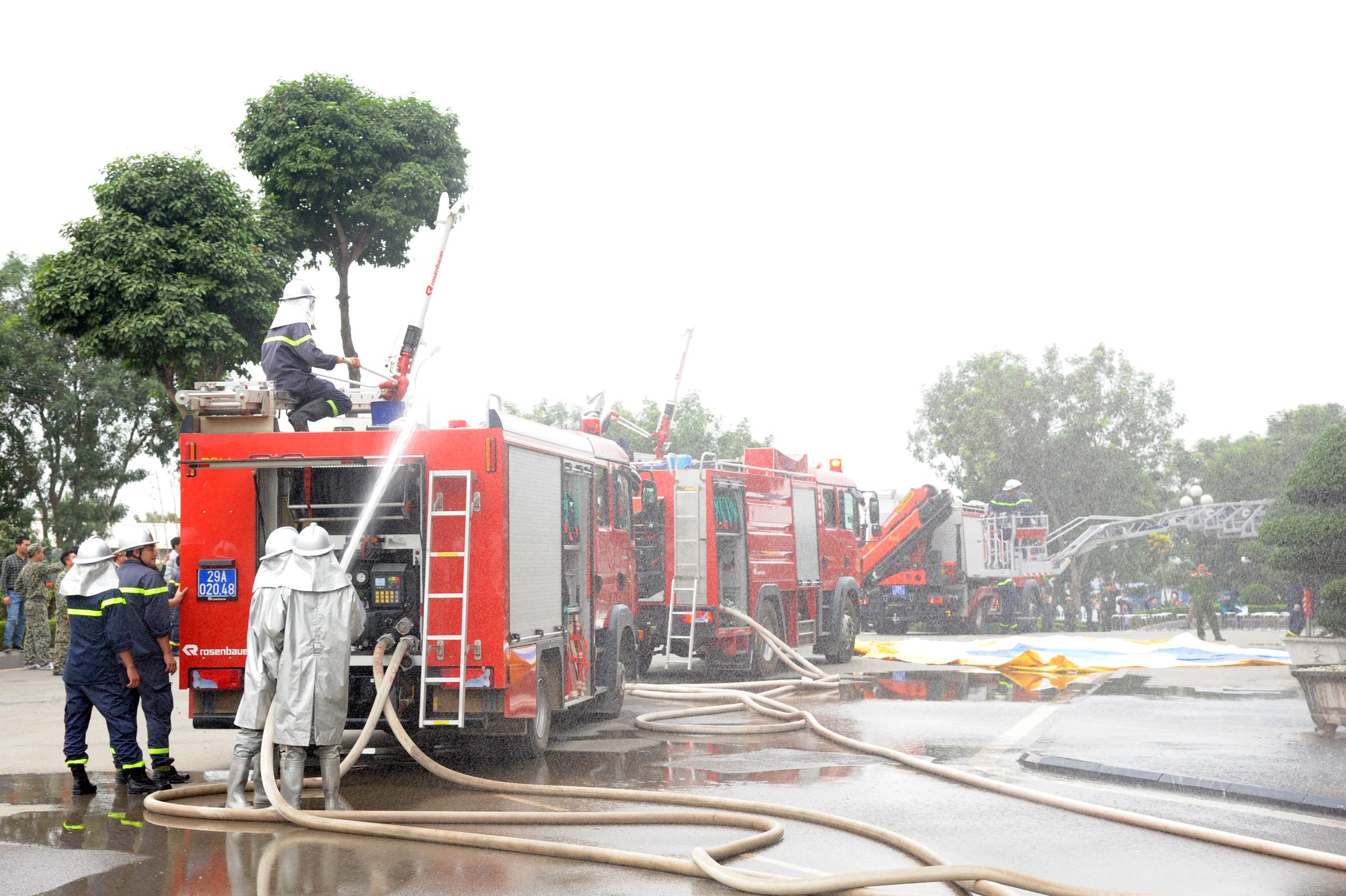 Diễn tập chữa cháy tại công trình lớn trên địa bàn huyện Thạch Thất