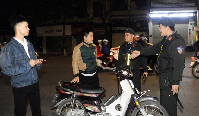 Cảnh sát cơ động trắng đêm bảo vệ Lễ Giáng sinh bình an - Ảnh minh hoạ 5
