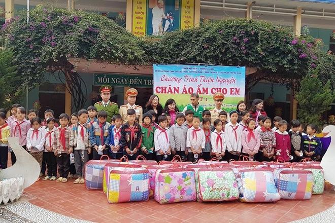 Tuổi trẻ Hà Giang sẻ chia áo ấm các học sinh vùng cao - Ảnh minh hoạ 2