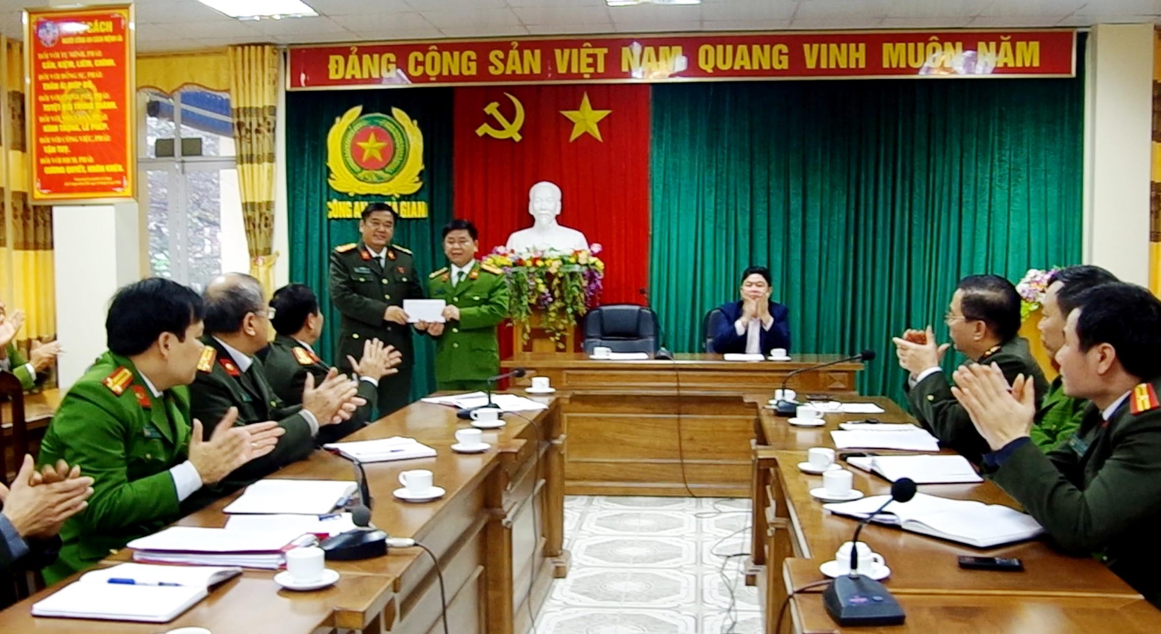 Công an Hà Giang khen thưởng tập thể bắt nhiều vụ pháo lậu