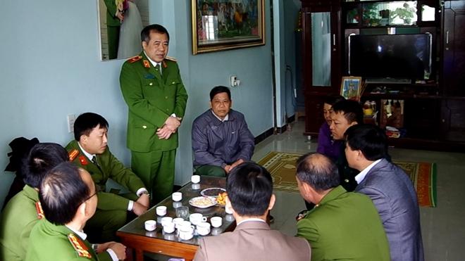 Chia sẻ khó khăn với gia đình Thượng úy Lưu Minh Thức