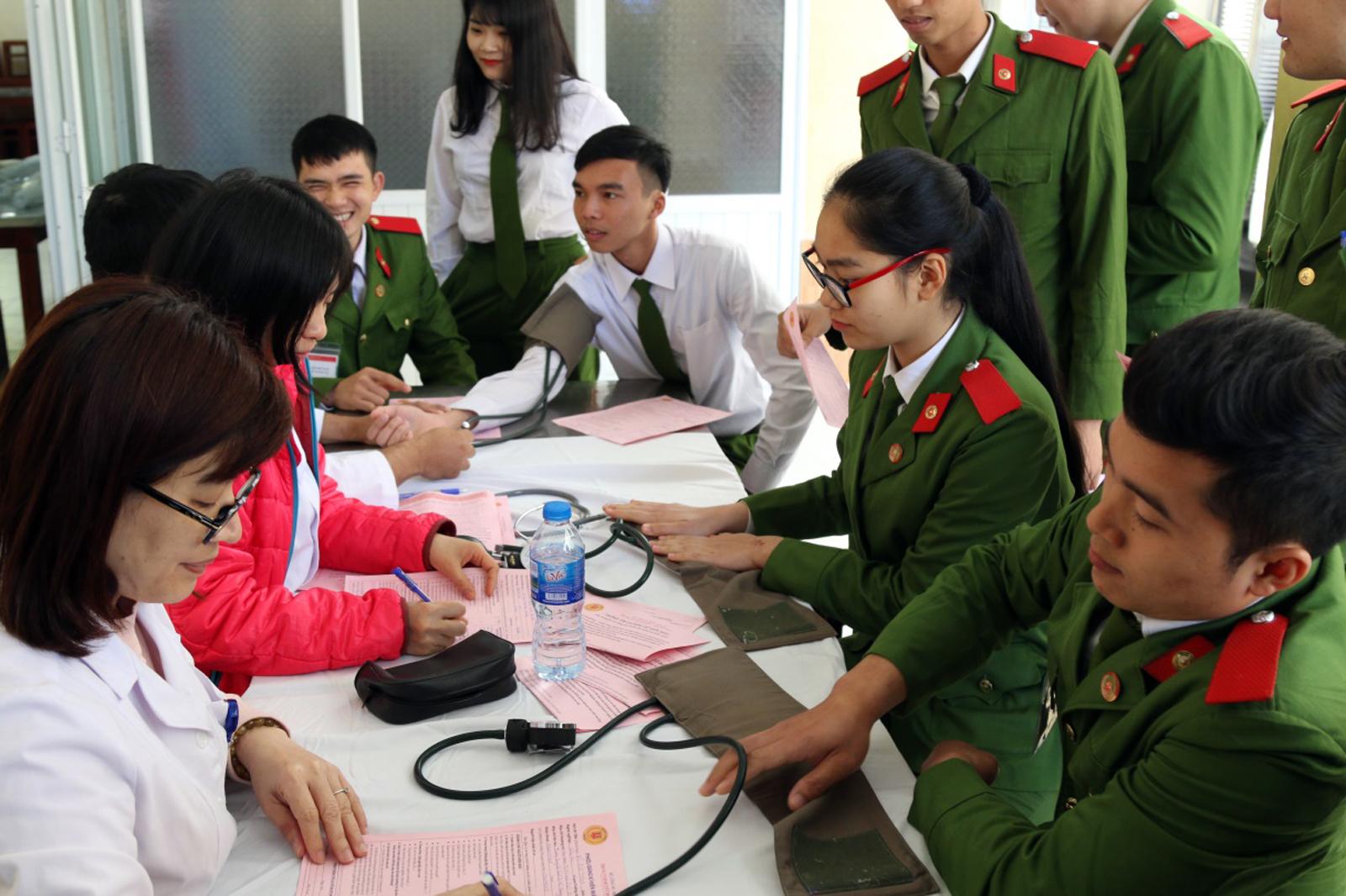 Tuổi trẻ Trường Trung cấp Cảnh sát vũ trang hiến máu tình nguyện