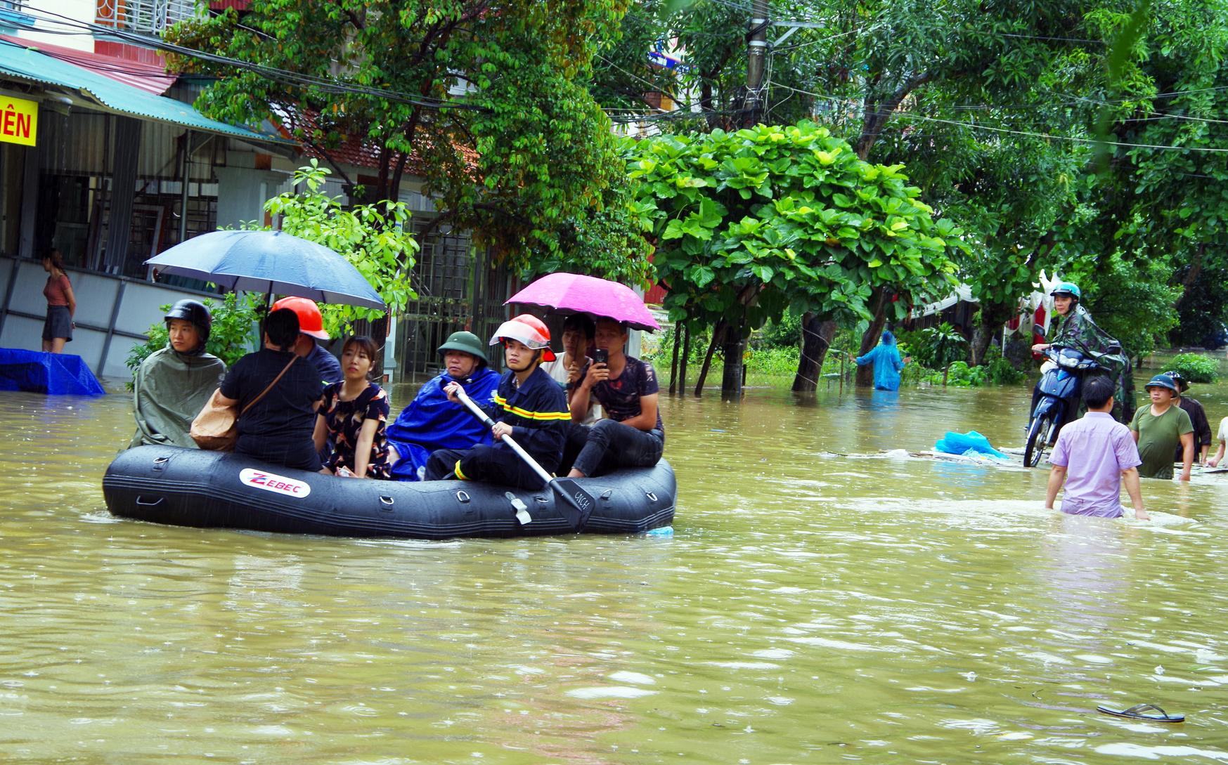 Công an Hà Giang tích cực khắc phục hậu quả mưa lũ