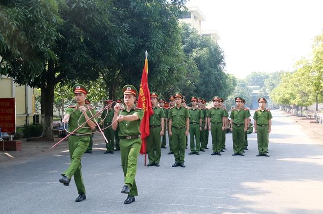 Bế mạc lớp tập huấn điều lệnh, bắn súng quân dụng và võ thuật trong CAND - Ảnh minh hoạ 3