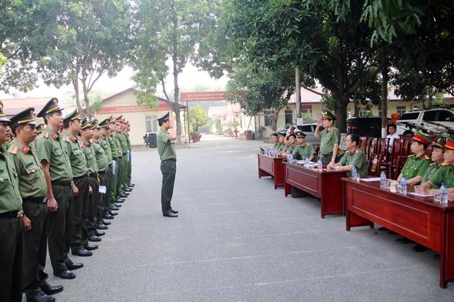 Bế mạc lớp tập huấn điều lệnh, bắn súng quân dụng và võ thuật trong CAND - Ảnh minh hoạ 2