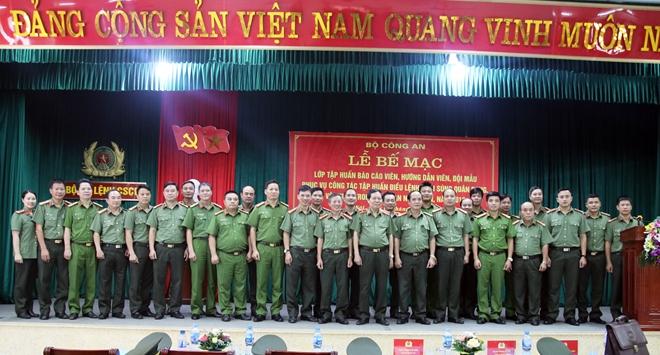 Bế mạc lớp tập huấn điều lệnh, bắn súng quân dụng và võ thuật trong CAND