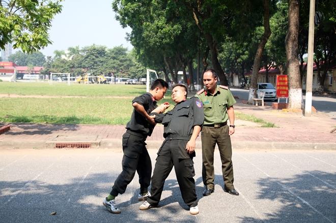 Bế mạc lớp tập huấn điều lệnh, bắn súng quân dụng và võ thuật trong CAND - Ảnh minh hoạ 4