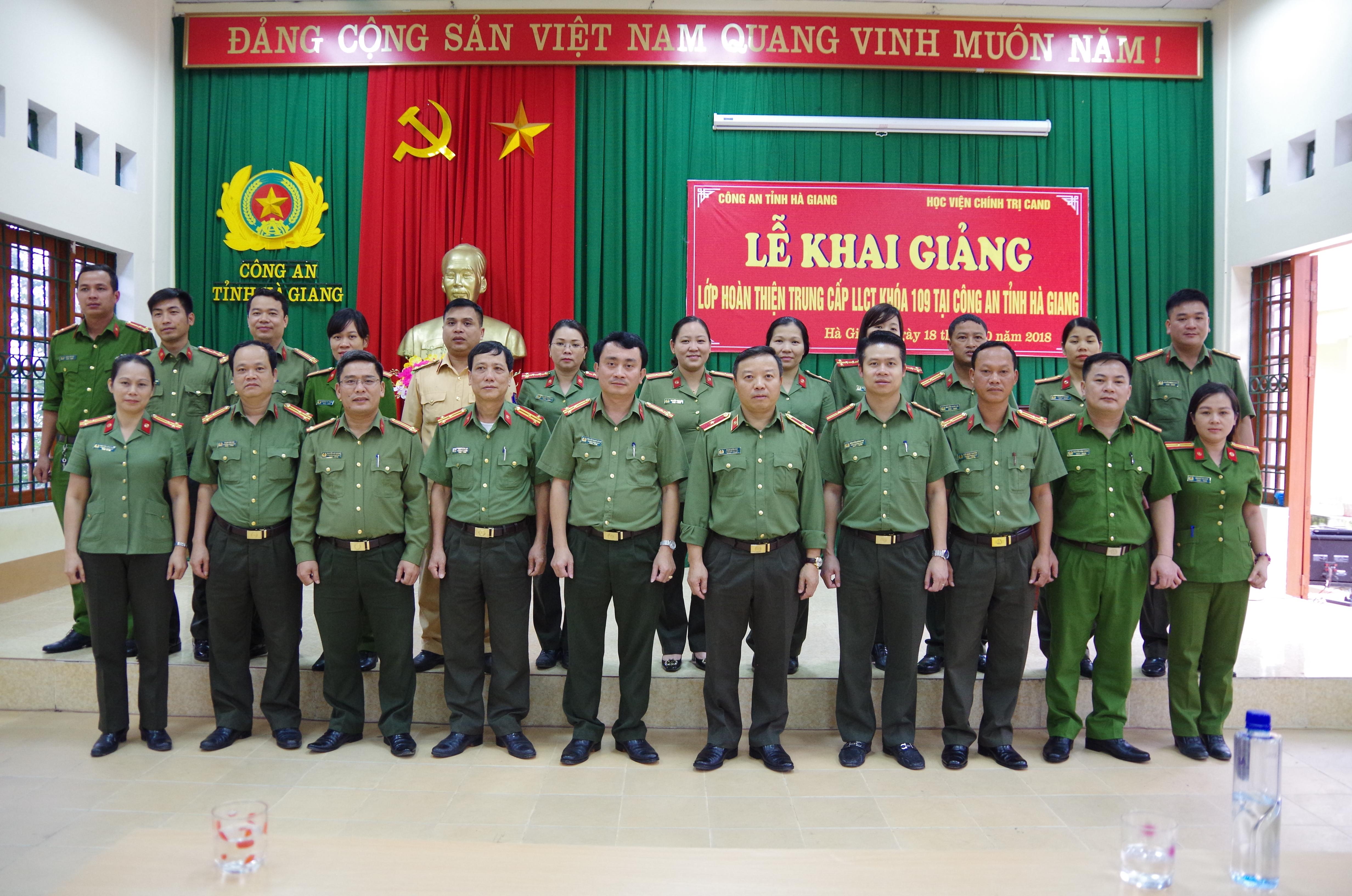 Khai giảng Lớp hoàn thiện Trung cấp lý luận chính trị tại Hà Giang