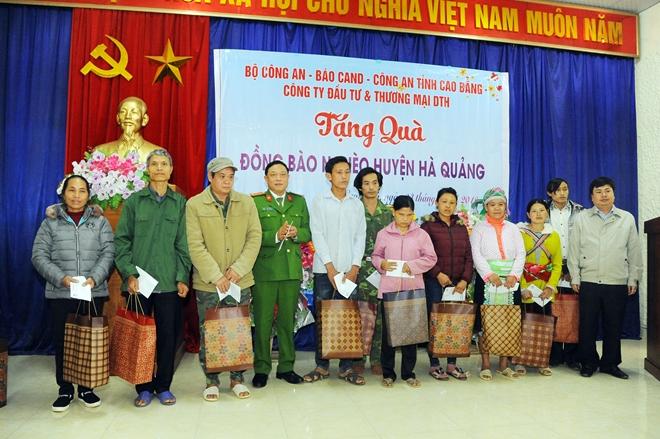 Thứ trưởng Nguyễn Văn Sơn tặng quà đồng bào nghèo ở Cao Bằng - Ảnh minh hoạ 10