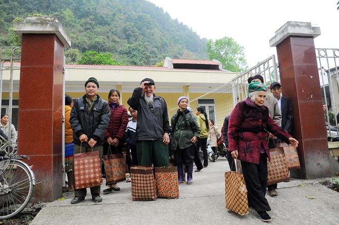 Thứ trưởng Nguyễn Văn Sơn tặng quà đồng bào nghèo ở Cao Bằng - Ảnh minh hoạ 14