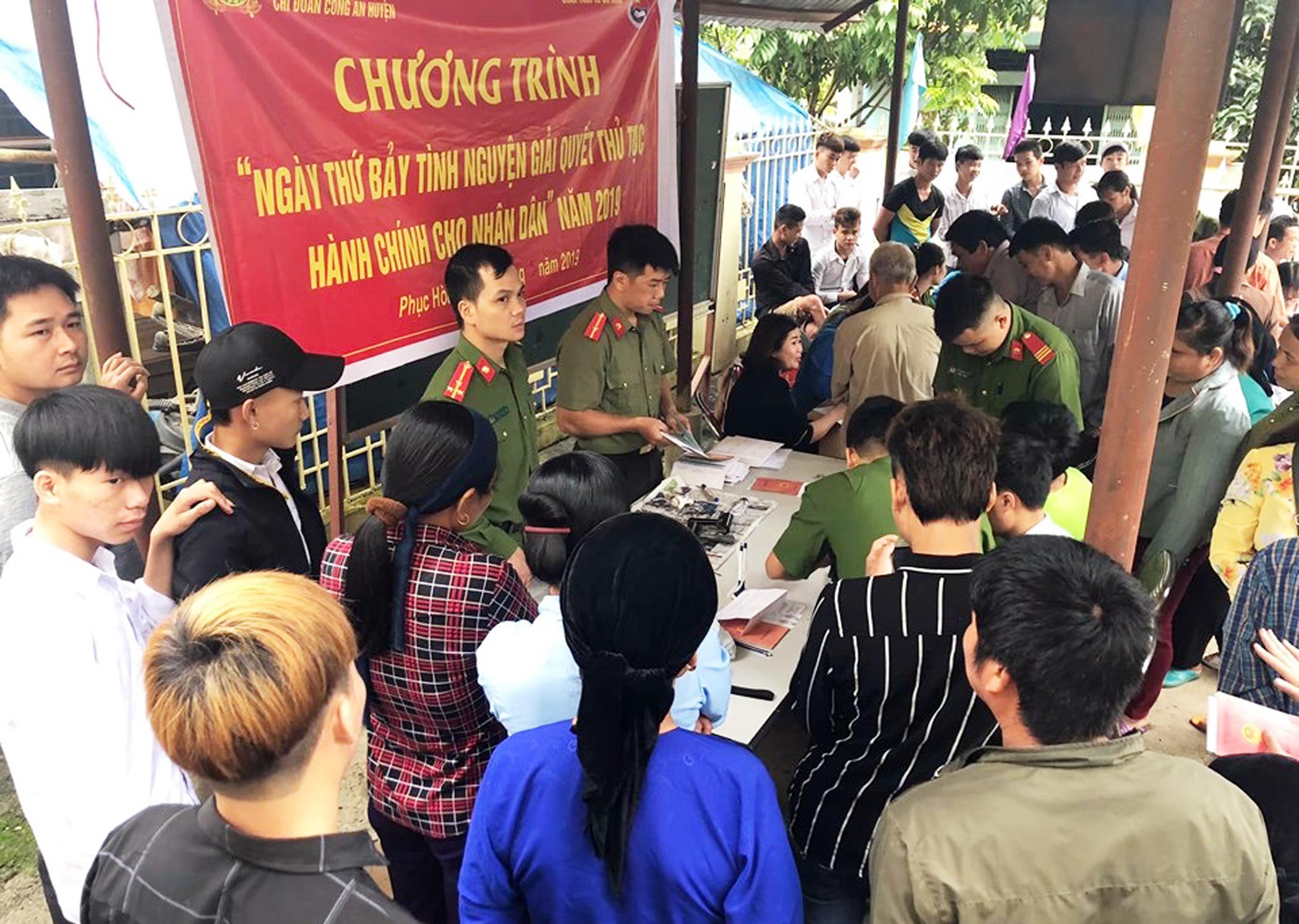 Ngày thứ 7 tình nguyện giải quyết thủ tục hành chính cho nhân dân