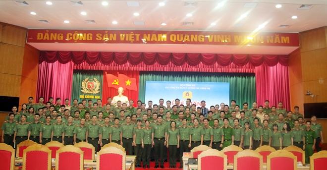 Bế mạc Lớp tập huấn cán bộ Đoàn chủ chốt lực lượng CAND