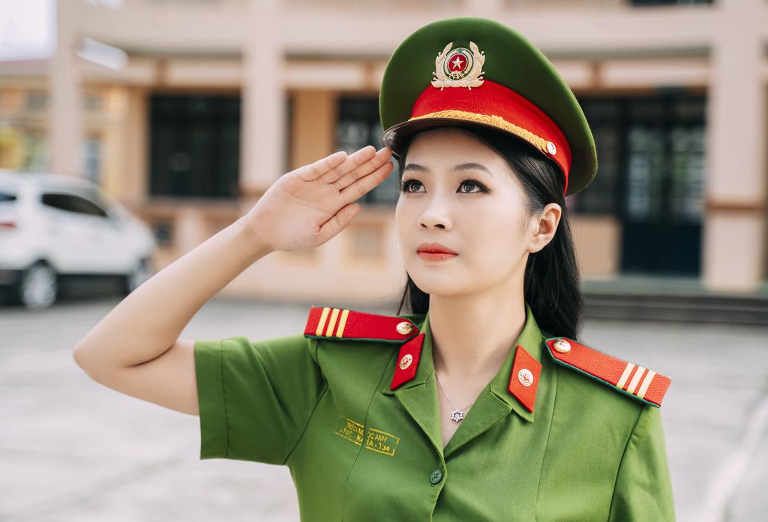 Nữ Cảnh sát tài năng nổi bật trong cuộc thi sắc đẹp các dân tộc