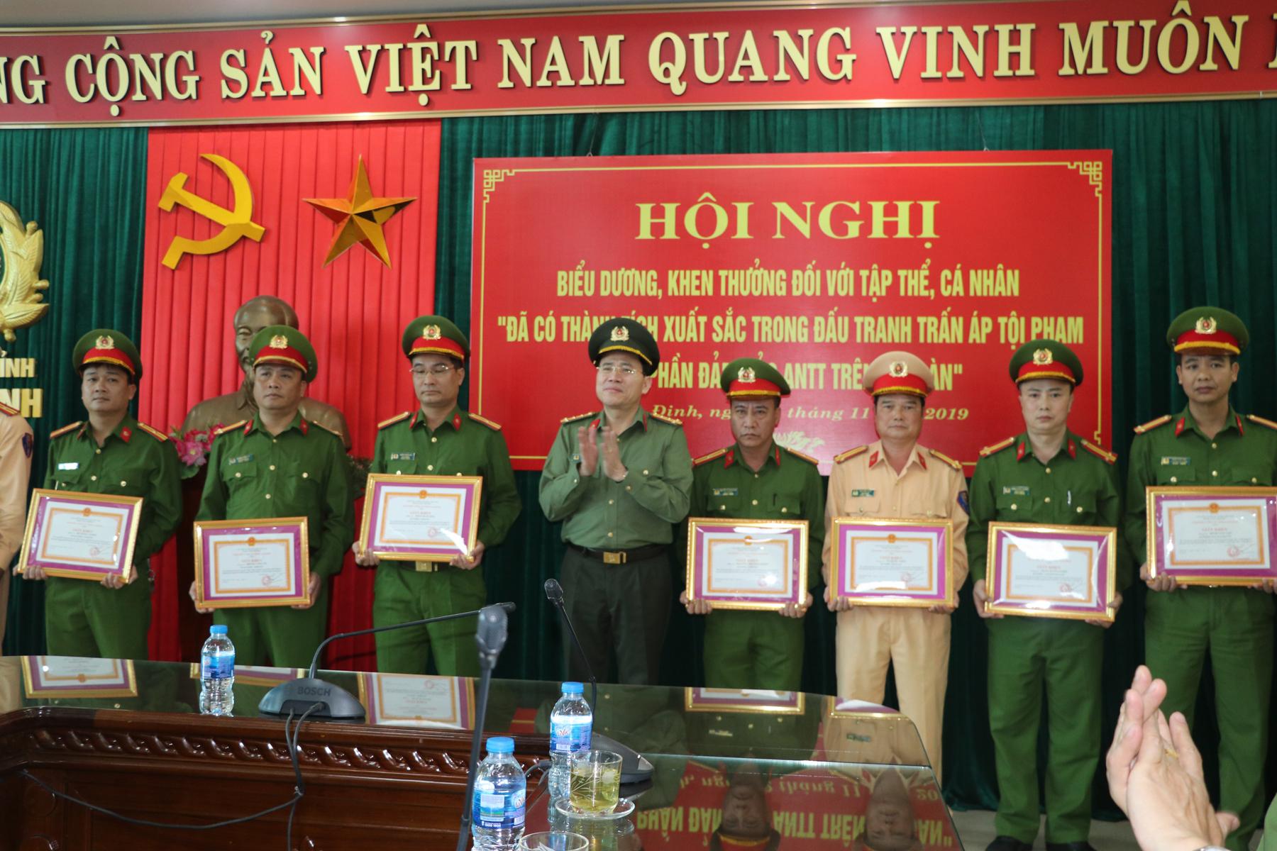 Công an tỉnh Nam Định khen thưởng 6 tập thể, 26 cá nhân