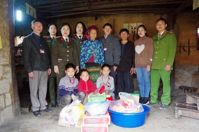 Công an Hà Giang hỗ trợ 3 cháu nhỏ hoàn cảnh khó khăn huyện Đồng Văn - Ảnh minh hoạ 2